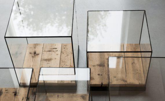 Vierkante glazen kubus vitrine display of stolp van glas in lood om te etaleren