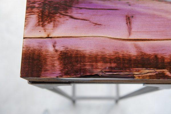 Sloophouten tafelblad met epoxy en industrieel onderstel