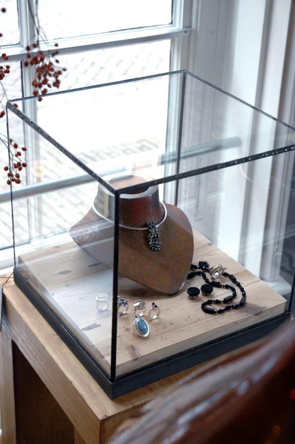 Vitrine glas-in-lood stolp showcase sokkel